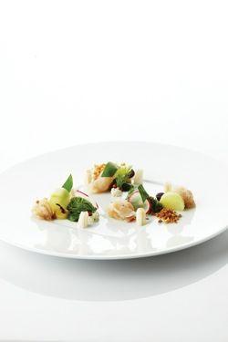 carpaccio van zeeduivel en sepia, krokante quinoa, curry en waterkers