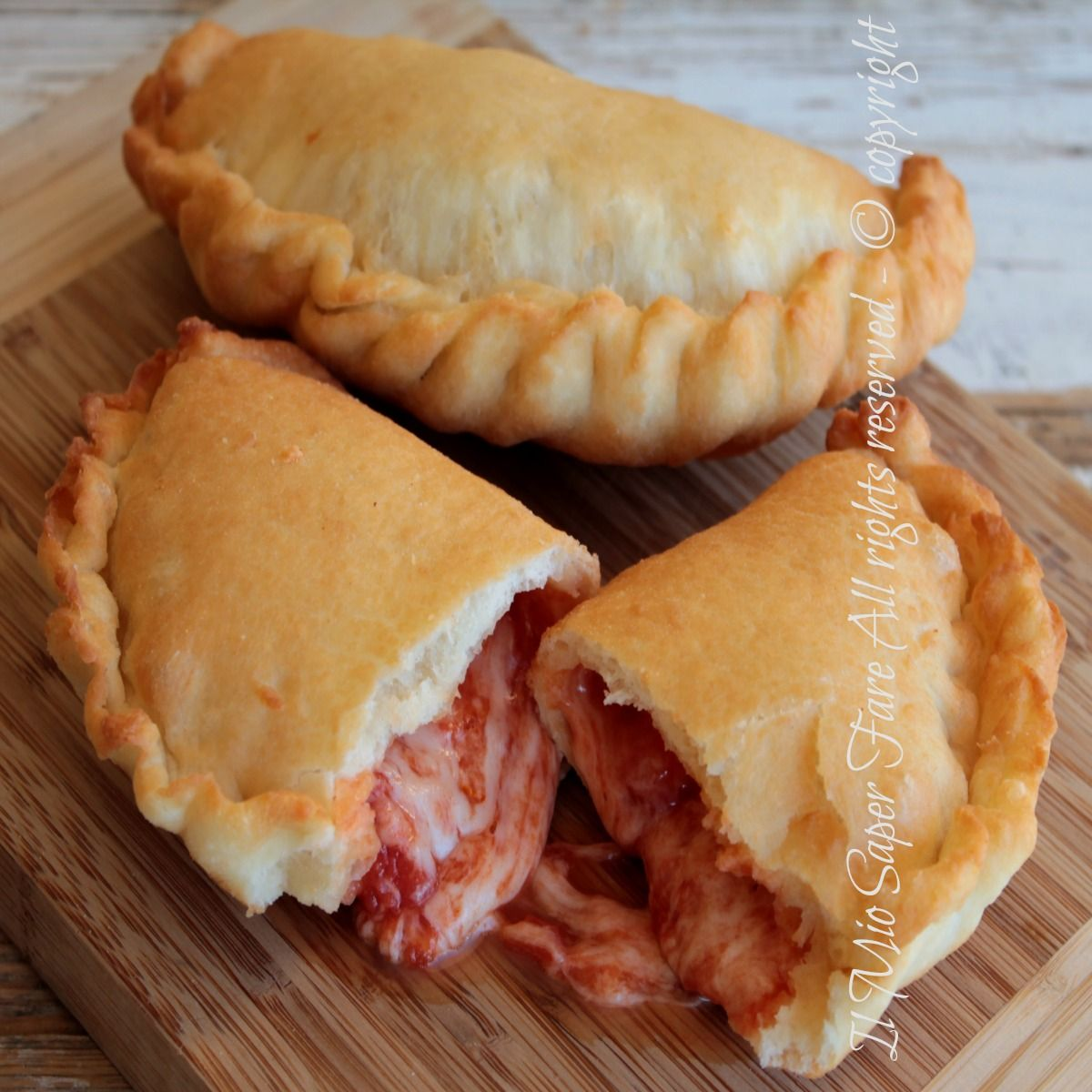 panzerotti  Panzerotti pugliesi fritti impasto per panzerotti facile | it's ...