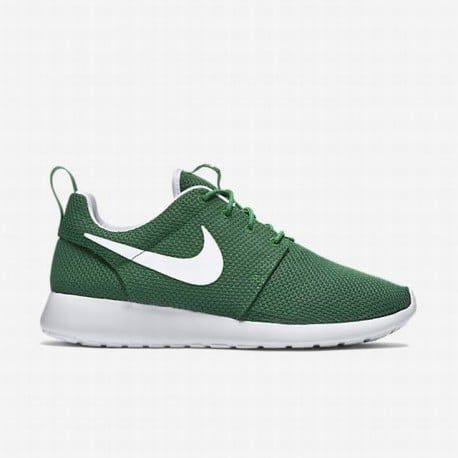 best service de13f a7dc2 Pin by Nicole Oliveira on Air Jordan Retro nikesportscheap4sale   Pinterest    White nike shoes, Roshe and Nike shoe
