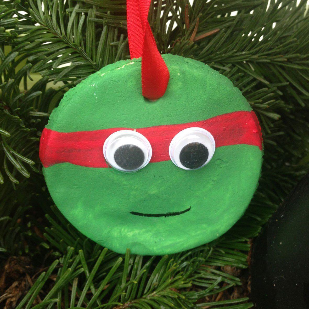 Heute möchte ich euch zeigen, wie ihr aus Salzteig (oder Stärke + Natron) tolle Weihnachtsdeko selber herstellen könnt! :-) Schaut doch mal auf dem Blog vorbei!
