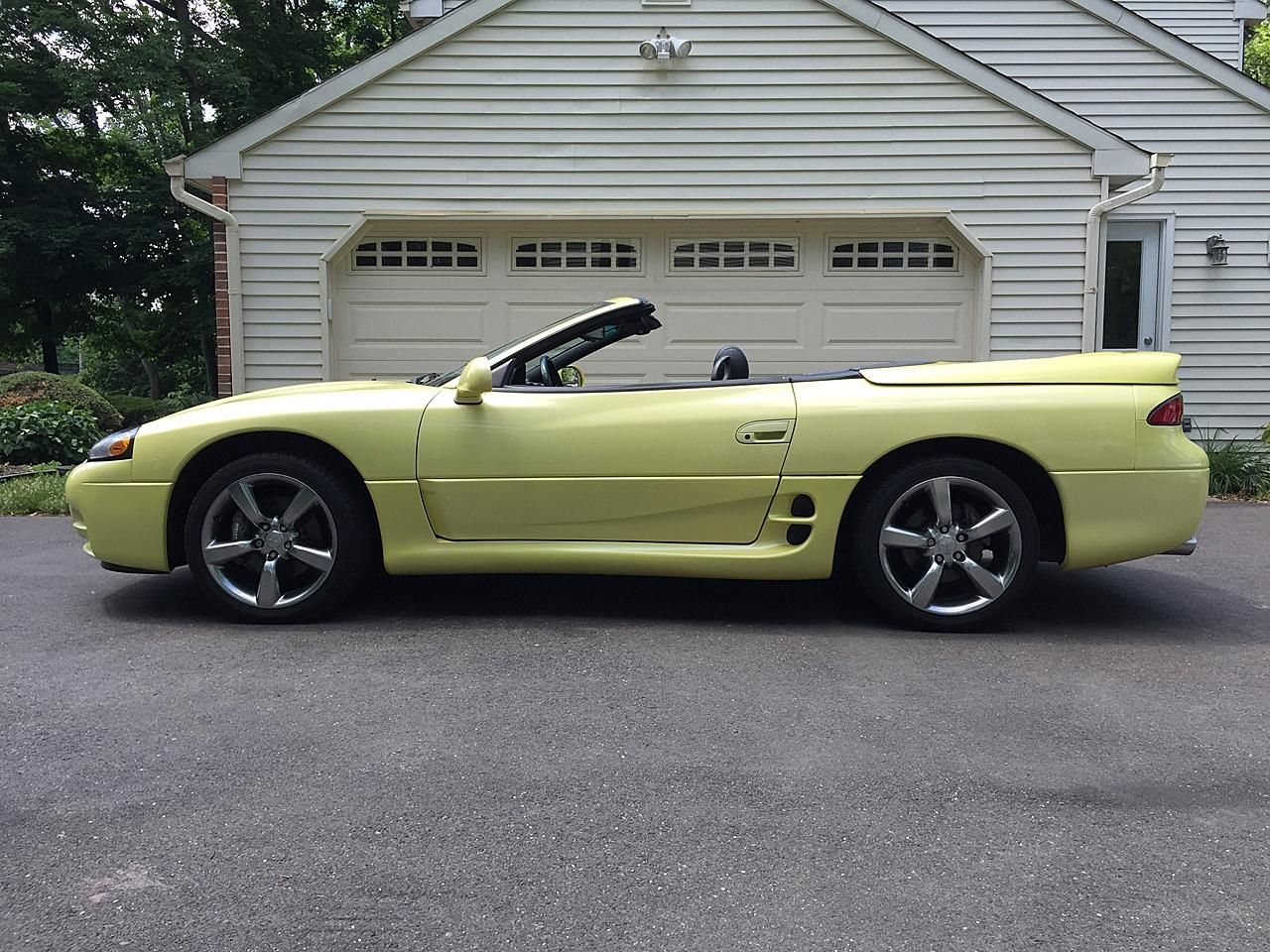 Martinique Yellow Pearl 1995 Mitsubishi 3000gt Spyder Vr4