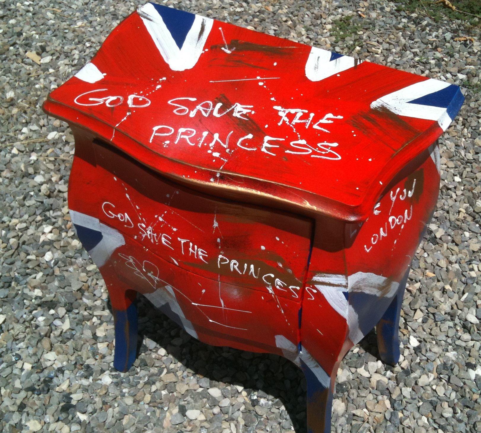 Comodino con bandiera inglese dipinto a mano, 2011 ...