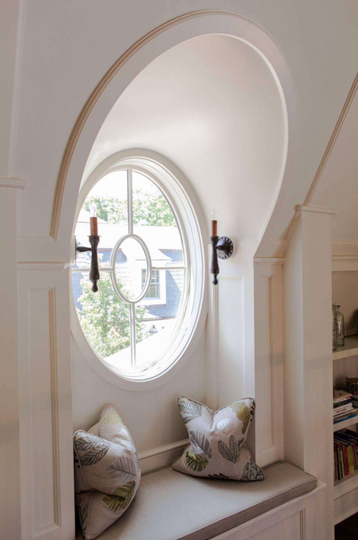 Erker mit rundem Fenster und Sitzbank, ein echtes Highlight.