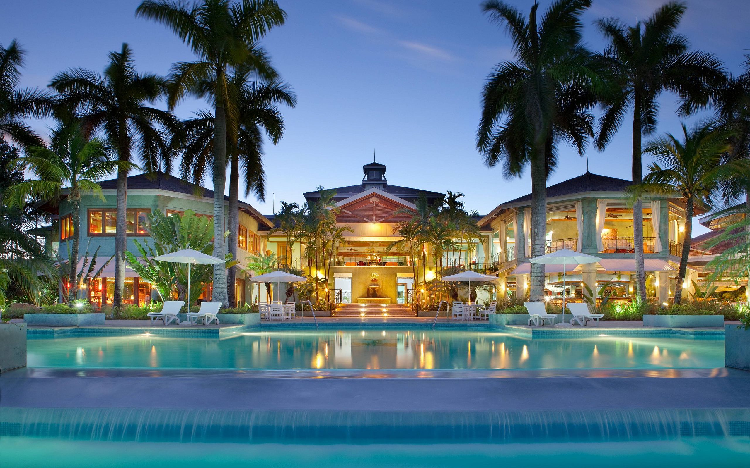 Luxury Resort Evening Wallpapers Pictures Photos Images