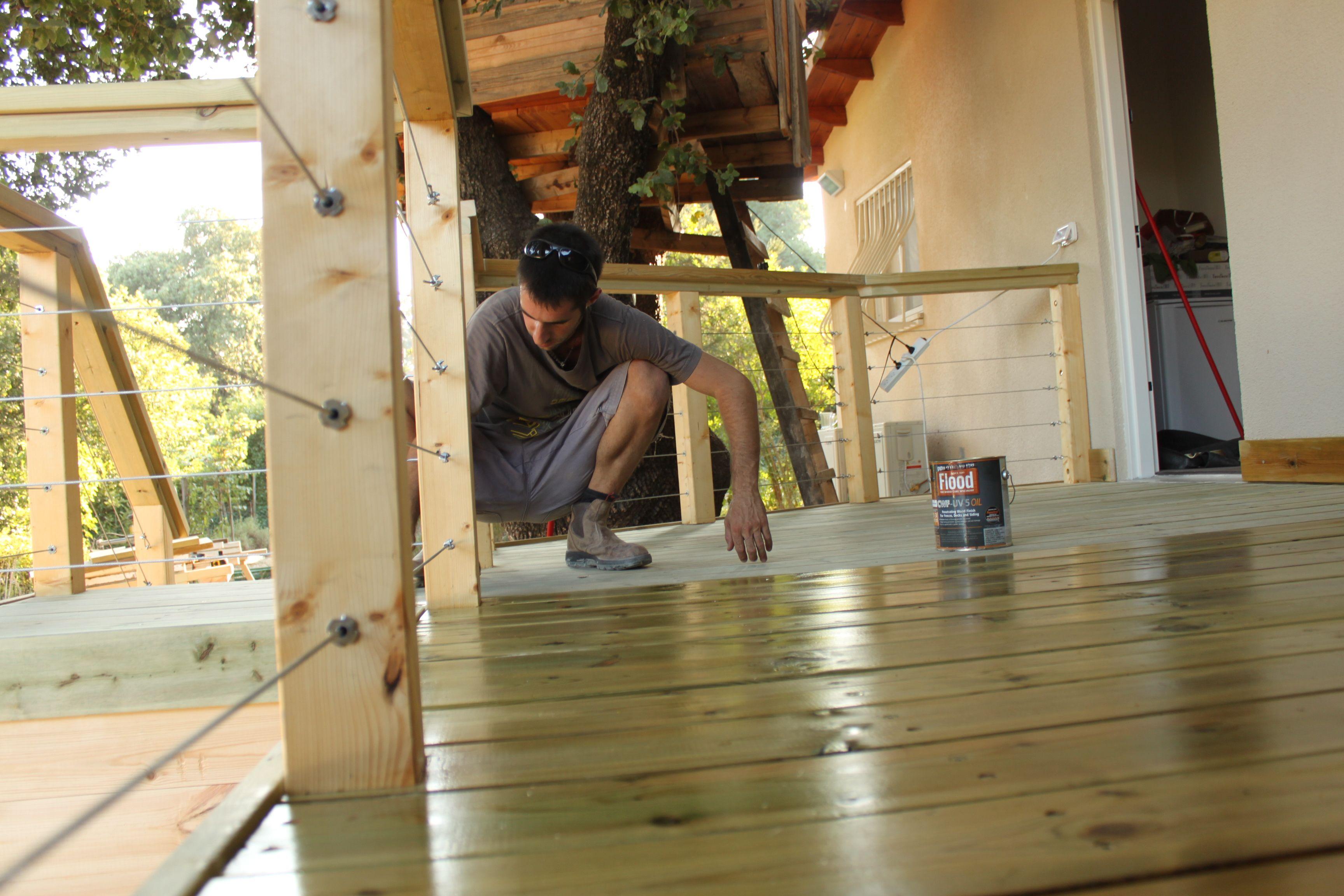 דק אורן עם מעקה מחוטי פלדה Decor Home Decor Standing Desk