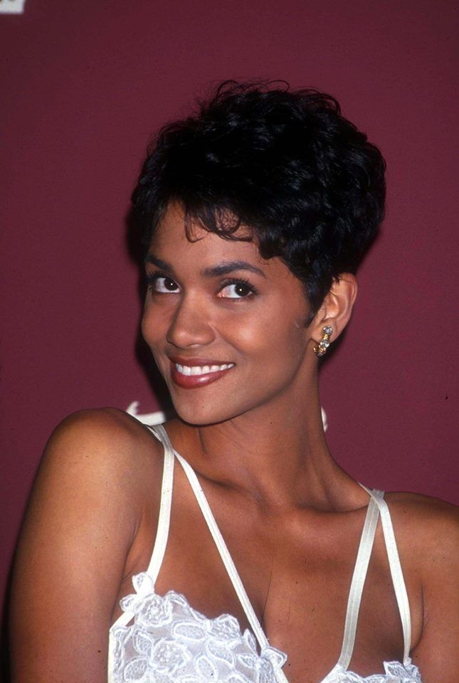 Halle Berry Young And Fun In 2019 Halle Berry Images