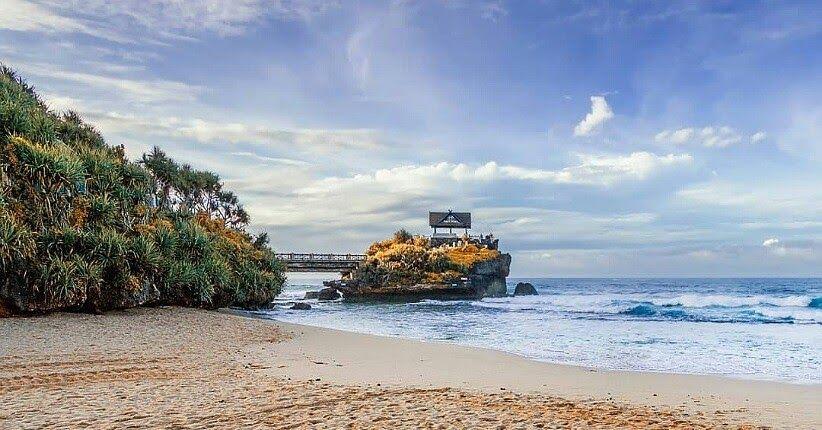 12 Pemandangan Di Pantai Sangat Indah Sehingga Pantai Sering Digunakan Untuk Indahnya Pantai Kukup Gunungkidul Unik Ada Gua Kara Di 2020 Pemandangan Pantai Di Pantai