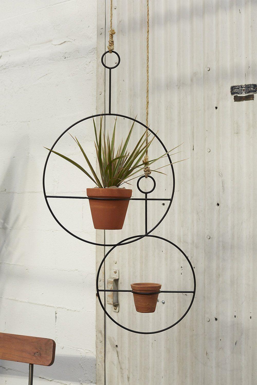Hanging Plants Holder 2427956809 Besthangingplants Hanging Plants Metal Plant Hangers Plant Hanger