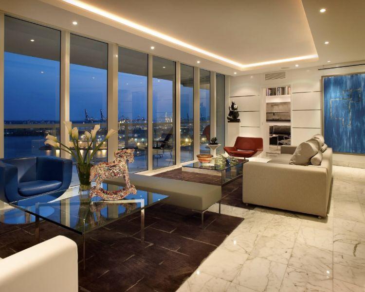 Sofa Mitten Im Raum Einrichtungstipps Wohnraum Deckenhohe Fenster