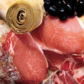 Filzetta Toskana  Filzetta Antica Macelleria Falorni. Das Filetstück: zarte Schweinelende, natürlich gereift. Reichen Sie diese aromatische Delikatesse zu Brot oder richten Sie als Carpaccio an. Geschnitten und verpackt. http://bit.ly/wNE4pw
