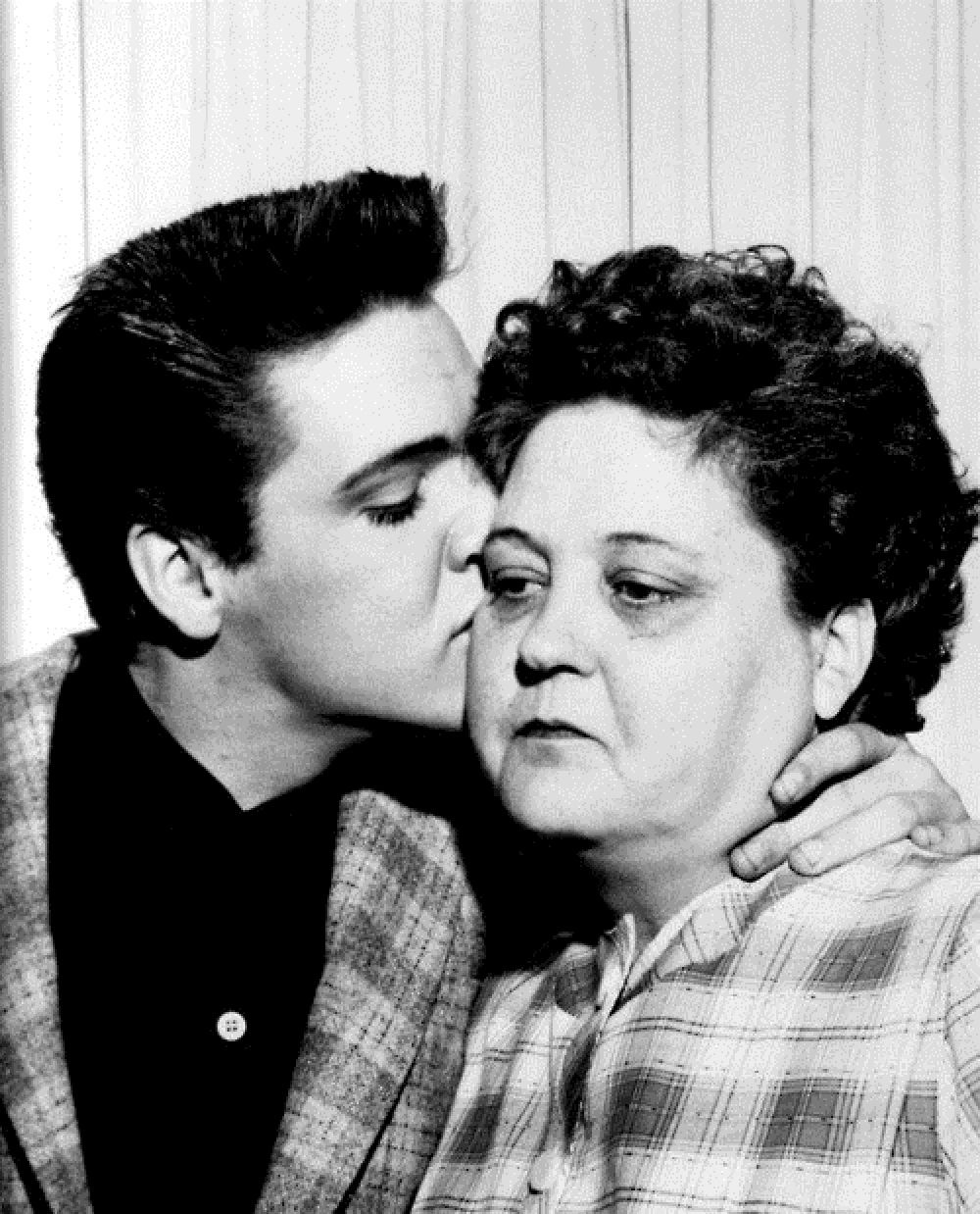 ELVIS GIVES HIS MOM A KISS