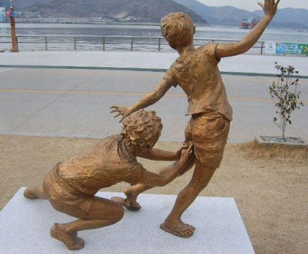 Les sculptures les plus insolite  576eab1d457369a61a47159fb33e6753