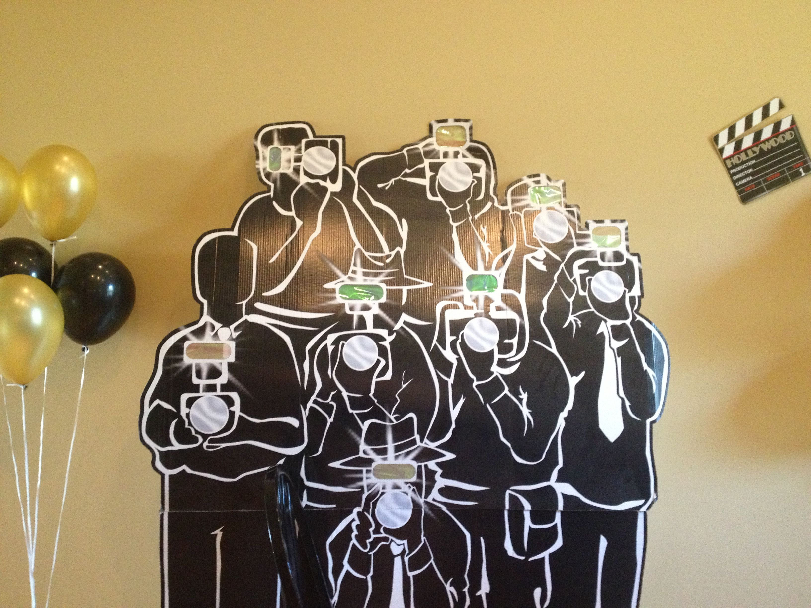 Bagno paparazzi ~ Cardboard paparazzi cutouts with flashers for the red carpet walk