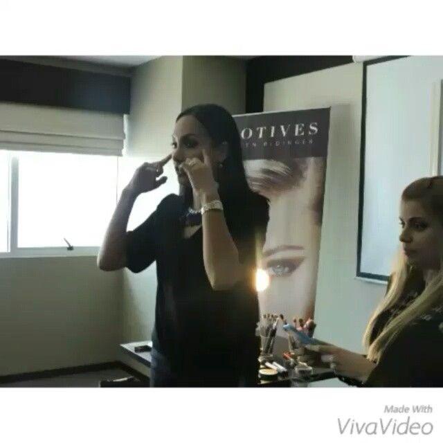 @Regrann from @motivesec -  Dale Play  Este es un pequeño vídeo de la maravillosa compañía que tuvimos este Domingo en el Taller de auto maquillaje dictado por @kattylertora nuestra talentosa Pro Artist  Felicidades a todas nuestras alumnas!! #cursosconmotivesec #kattylertora #proartist #automaquillaje #aprendizaje #mua #pro #personalizado #motivescosmetics #ecuador #gye #Regrann via @angela4design by kattylertora