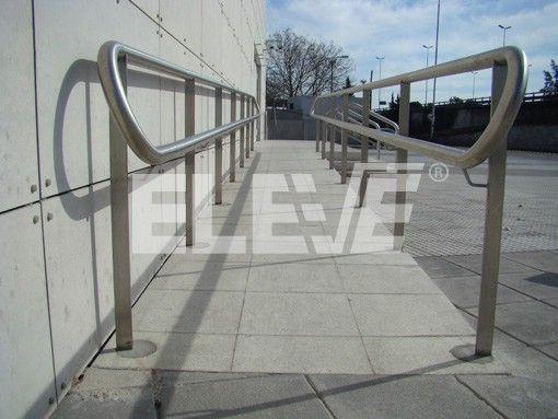 Baranda de acceso inoxidable con doble pasamano apto para for Escalera discapacitados