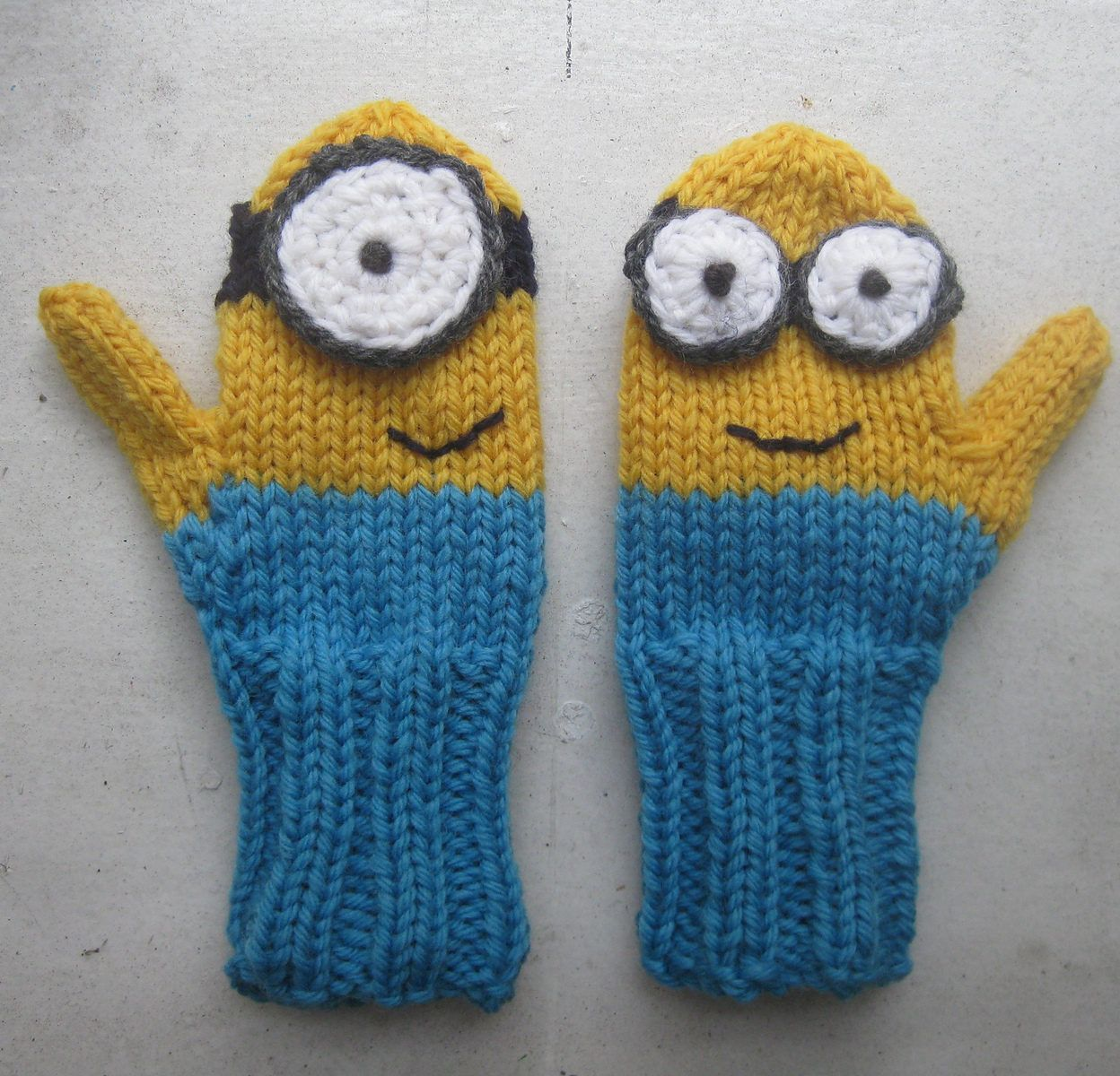 Free Knitting Pattern for Minion Mittens | Knitting projects ...