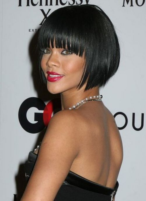 Rihanna And Her Inverted Bob Rihanna Hairstyles Hair Styles Short Hair Styles