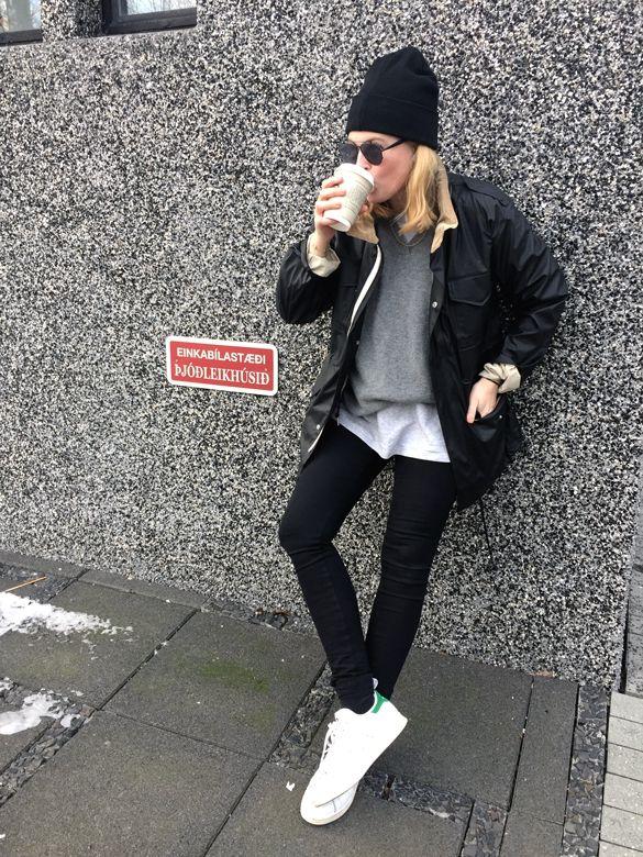 Una strada con adidas stan smith!ispirazione pinterest.