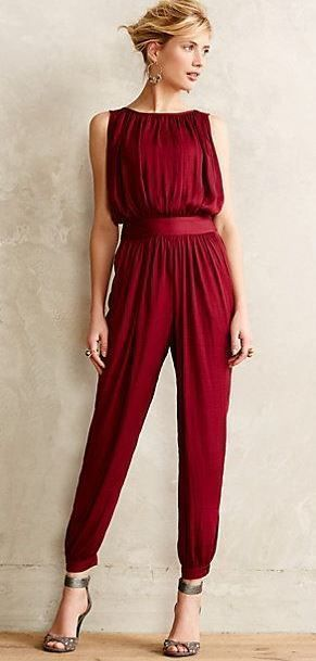 12 Holiday Party Outfits For Your Next Christmas Party - crazyforus #casualchristmasoutfitsforwomen