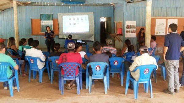 Cultura do Urucum é apresentada a famílias realocadas pela Norte Energia para os municípios de Uruará e Medicilândia. Leia no meu blog http://joabe-reis.blogspot.com.br/2014/11/cultura-do-urucum-e-apresentada.html