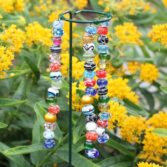 Beaded Garden Stakes Kid Friendly Easy Garden Craft Garden Crafts Diy Garden Crafts For Kids Decorative Garden Stakes