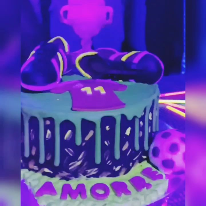 When the party lit and the cake is lit 💃💃💃#glowinthedarkcake