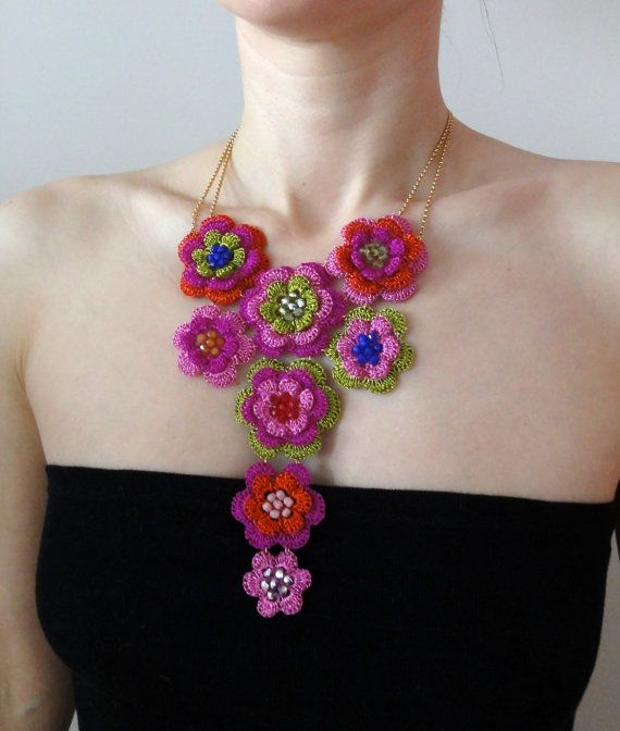 Artículos similares a Ganchillo hilo babero collar - glamour ...
