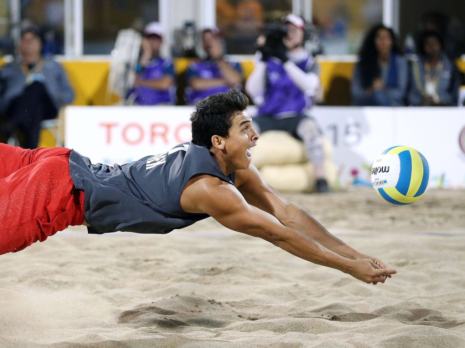 Rodolfo Ontiveros Of Mexico Digs The Ball Against Brazil In The Men S Beach Volleyball Gold Medal Game During Volleyball Dig Usa Today Sports Beach Volleyball