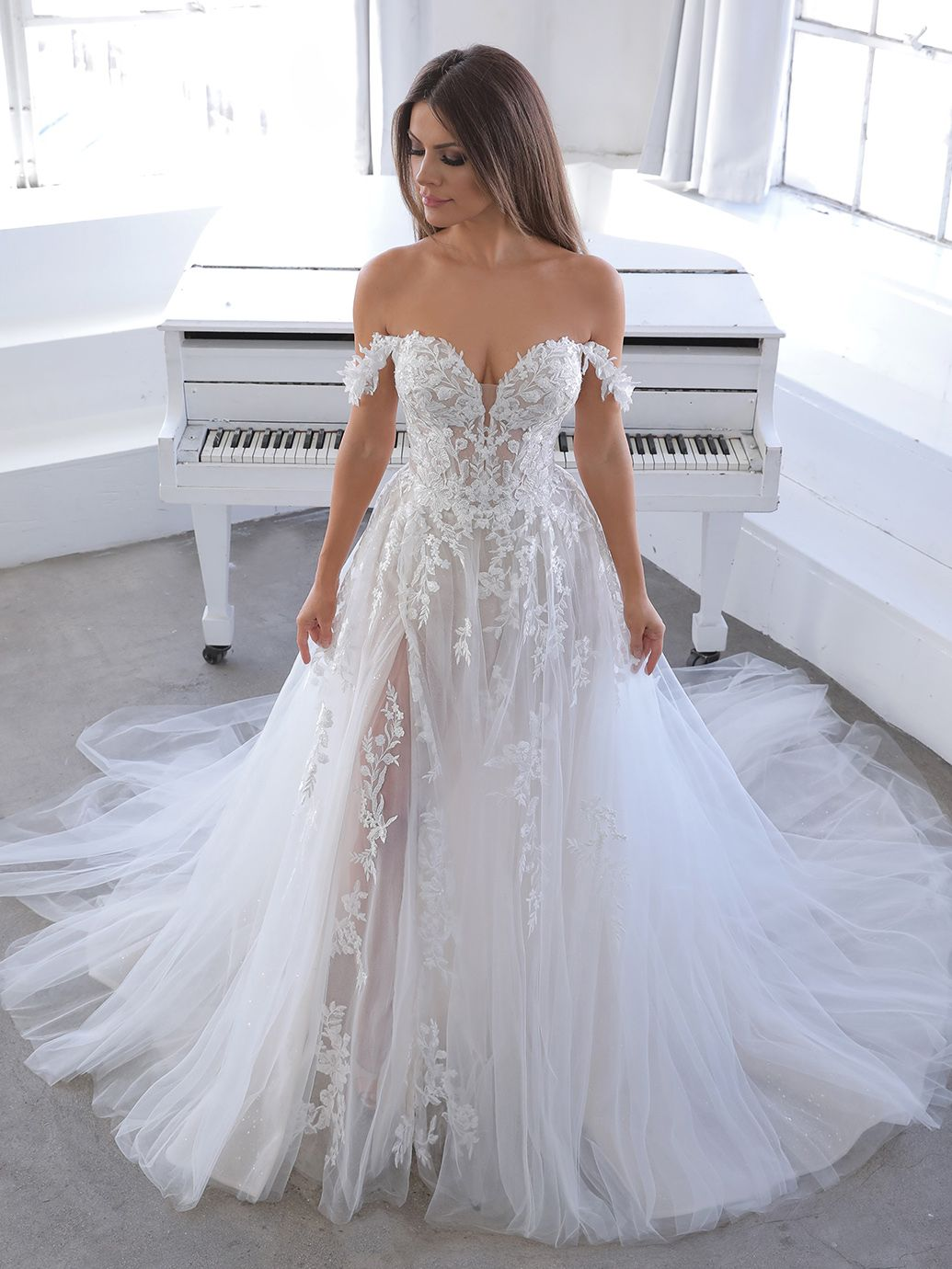 Natsuko Blue By Enzoani Princess Wedding Dresses Wedding Dresses Princess Sweetheart Sweetheart Wedding Dress [ 1380 x 1035 Pixel ]