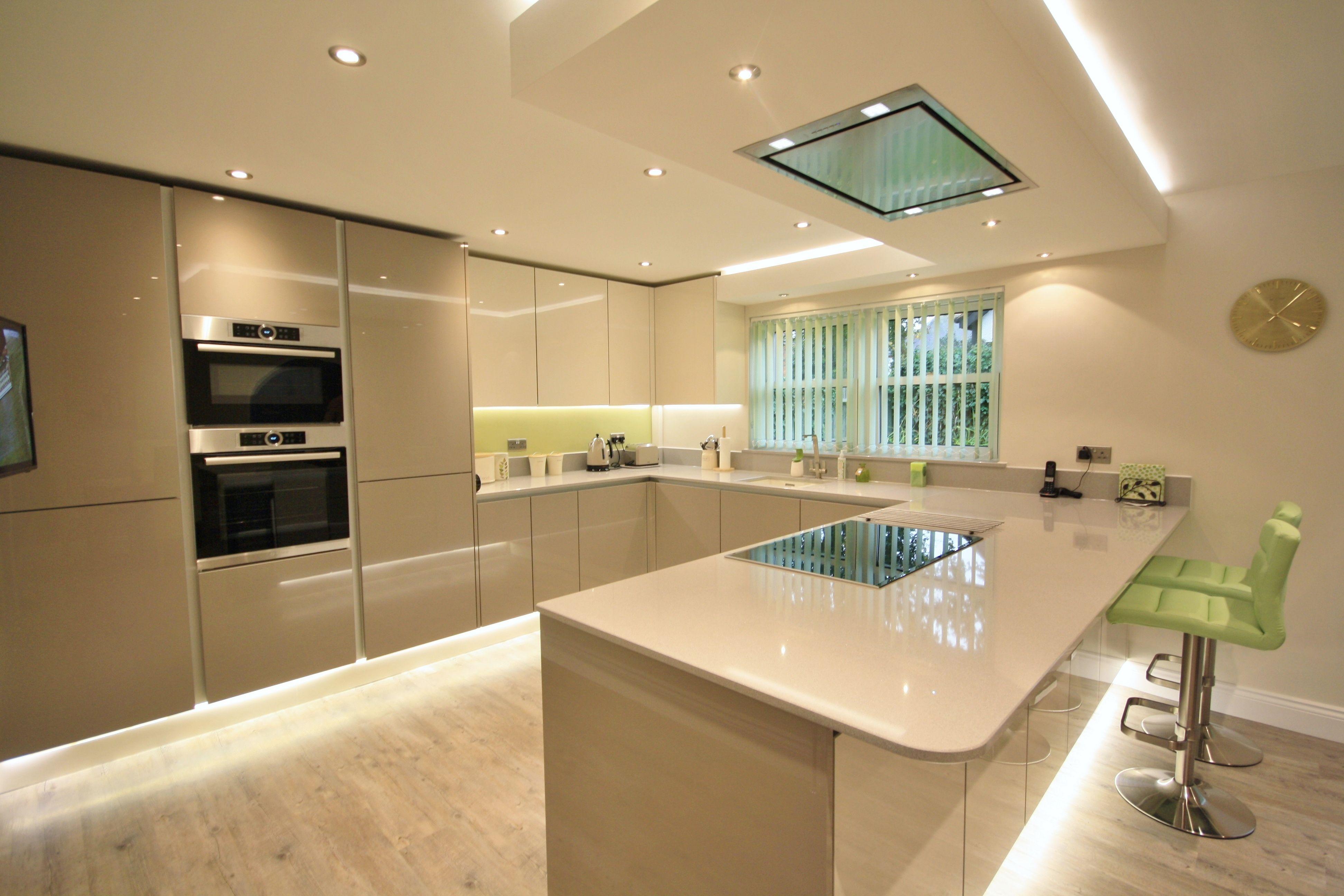 Open plan kitchen diner, peninsular separating the areas, Kitchen ...
