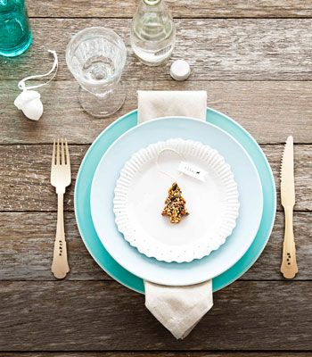 Pretty place setting (discovered via this pin: http://pinterest.com ...