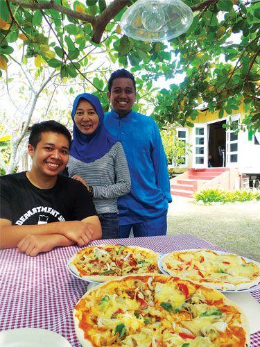 Piza Azim guna produk pes tomato buatan sendiri bercita rasa Malaysia