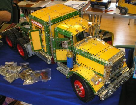 10 wheel Tractor built in Meccano by Mark Rolston (12 pieces)