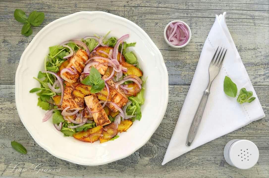 Salát a restovane nektarinky