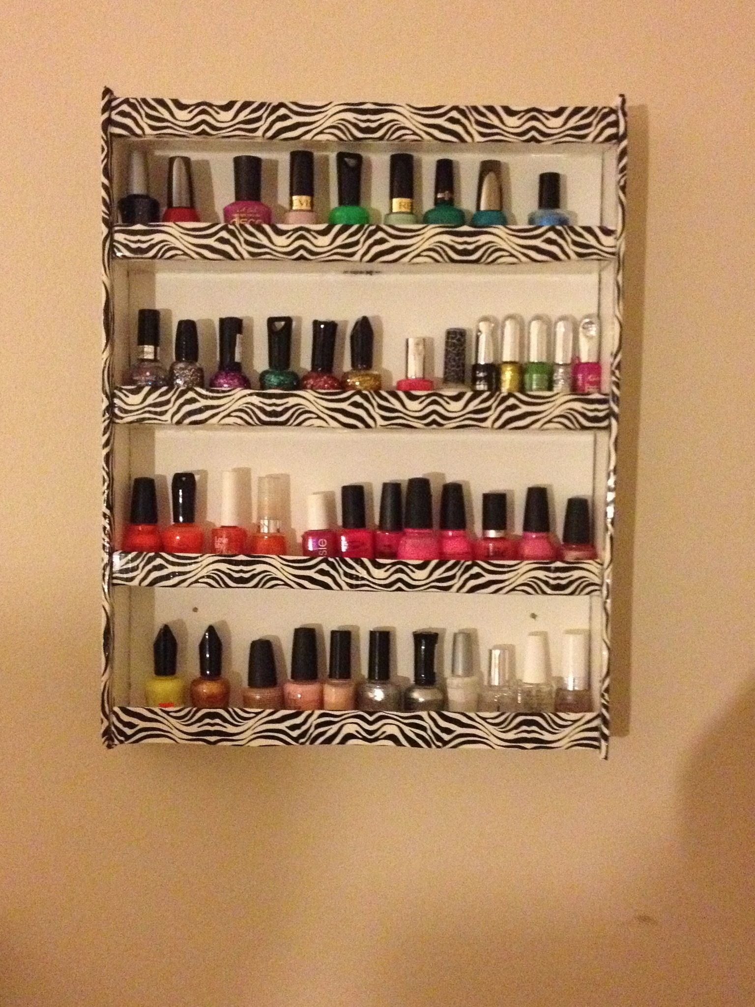 DIY nail polish holder need foam board Hot glue gun Small nails ...