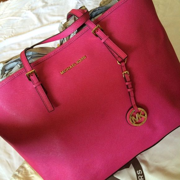 "Authentic Michael Kors Medium Jet Set Tote Pink Authentic MK Jet Set Tote, In very good condition, just a ""scratch like"" marks inside (as shown in picture). All MK Jet Set Totes get them very easily on the inside. Despite that, in excellent condition w/ authenticity card. Michael Kors Bags Totes"
