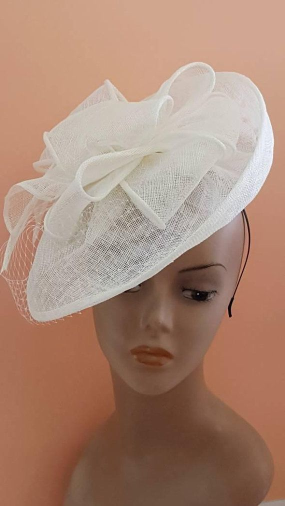 55921271eb4ea White fascinator hat, Ladies day hat, Kentucky derby hat, Church hats, Race  hat, Women hats, Milline