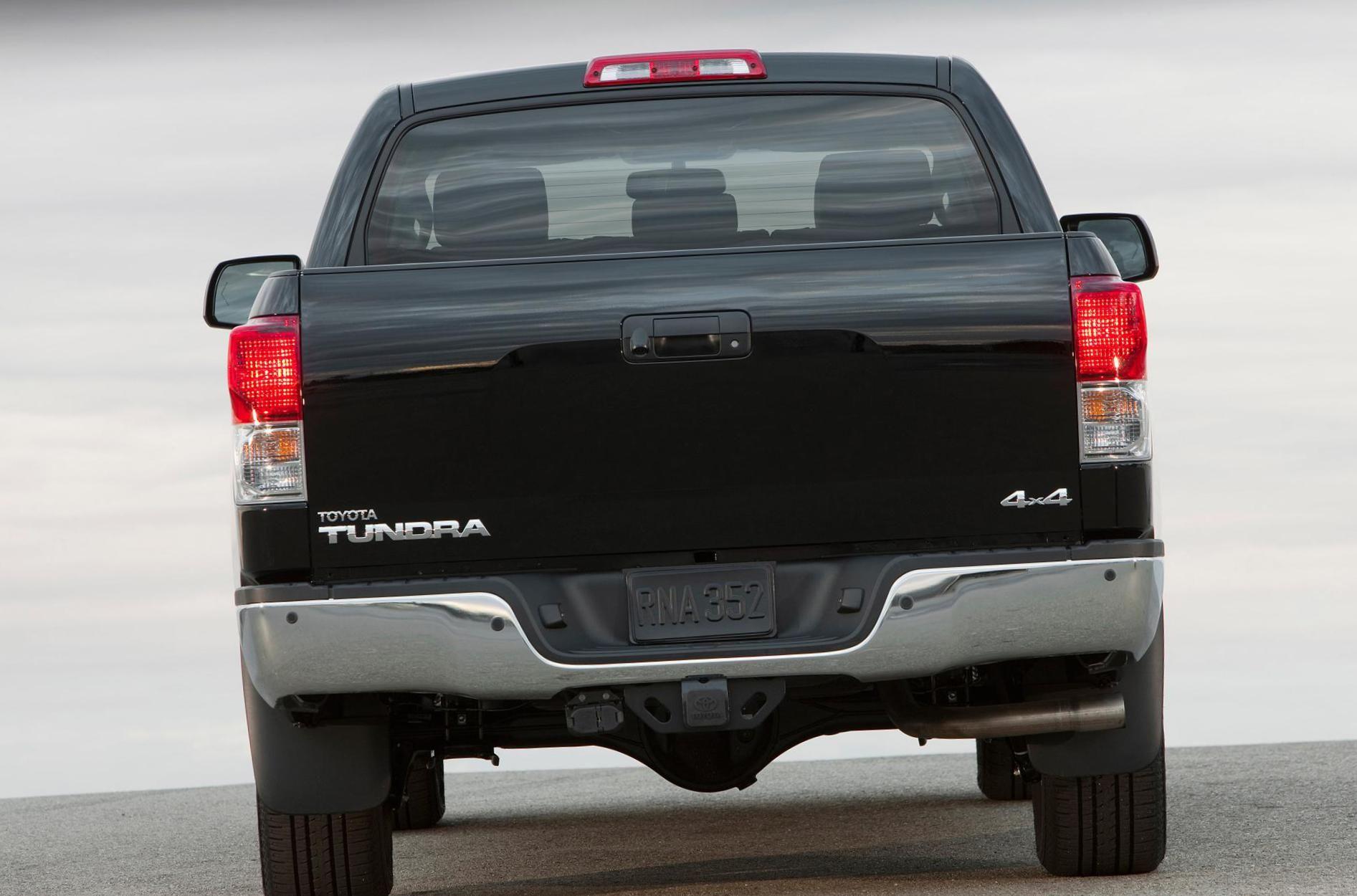 Toyota Tundra CrewMax Photos and Specs. Photo Toyota