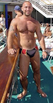 Amateur bulges man