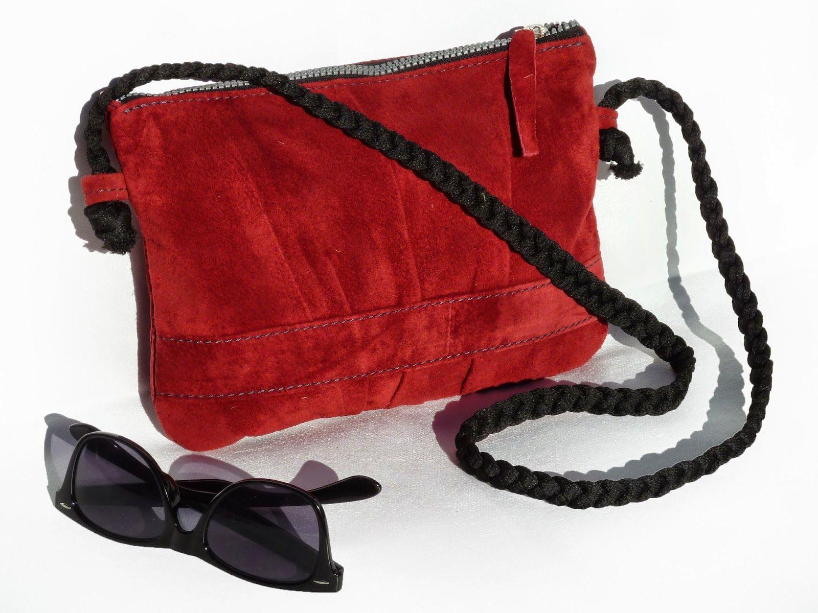 ENNYES. Recycled leather bags. Bolsos de cuero reciclado.