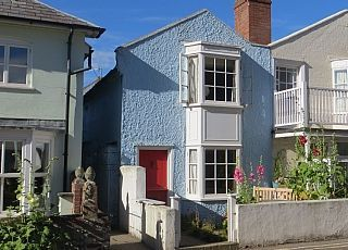 Old fisherman s cottage close to the beach in the heart of Aldeburgh