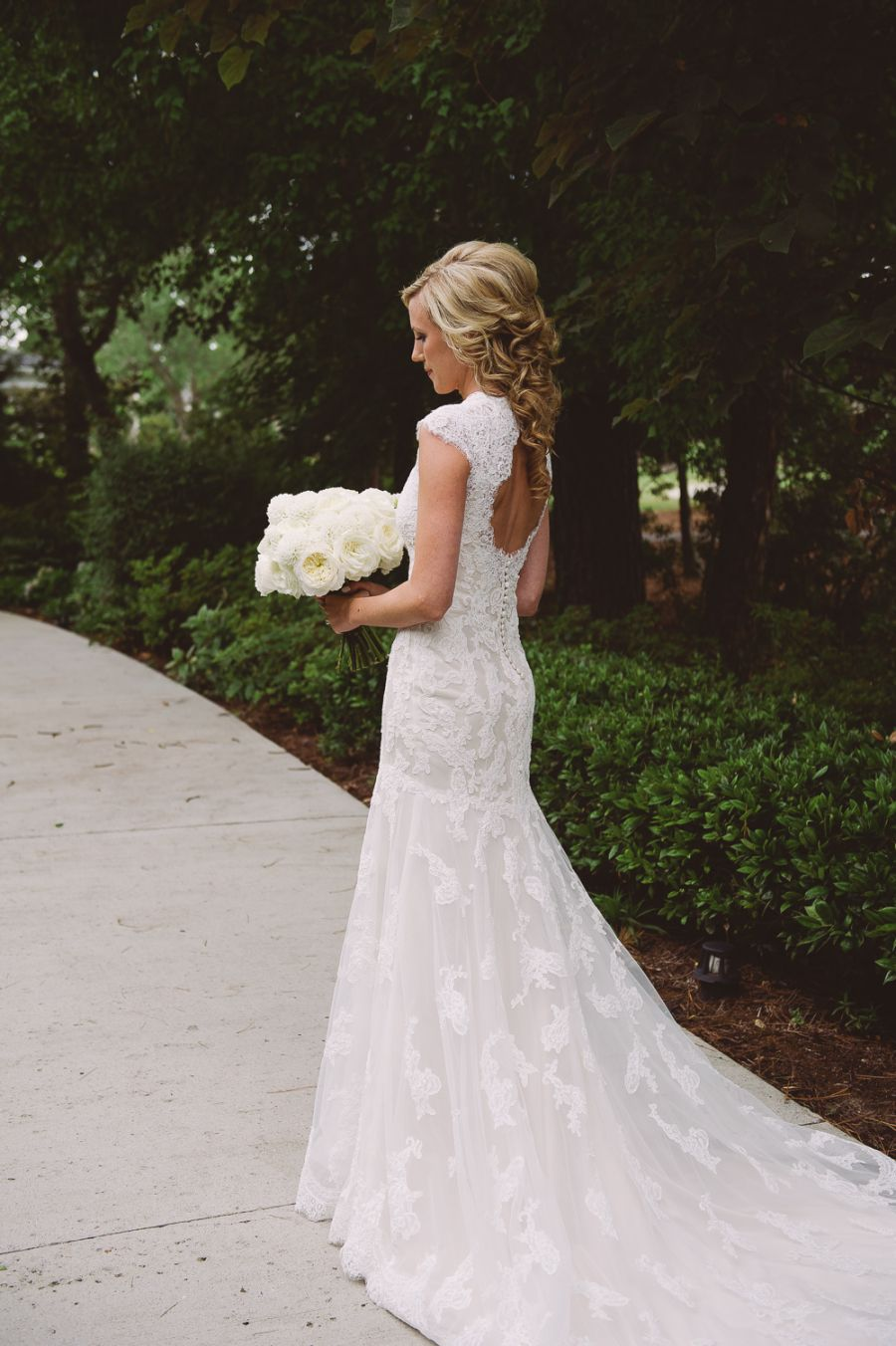 How to be effortlessly bridal: 30 pretty wedding dresses with trains ...