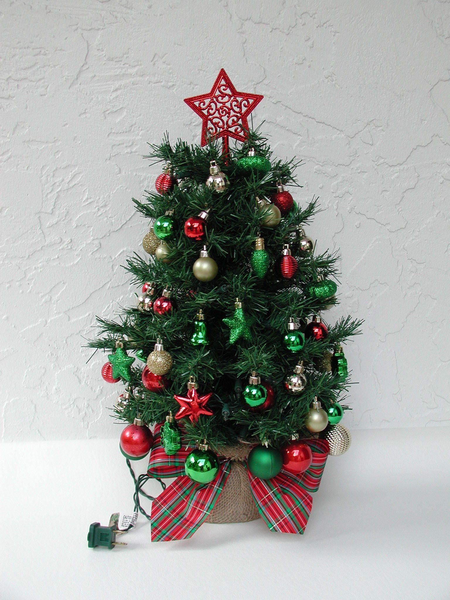 Miniature Christmas Tree Fully Decorated Tree 50 Color Etsy Miniature Christmas Miniature Christmas Trees Small Christmas Trees Decorated
