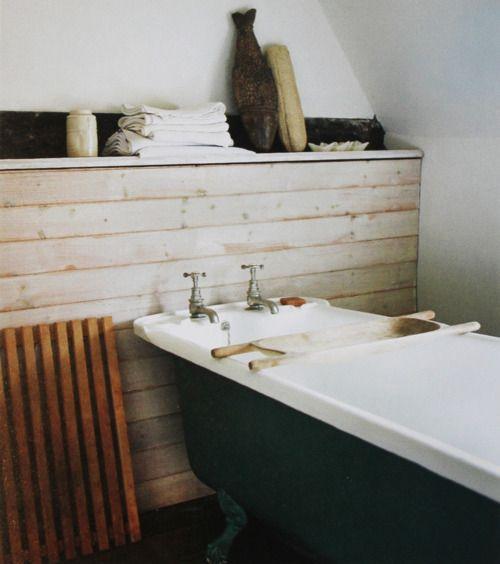 Contemporary Buddha Beach Bathroom Decor: Varför Inte Bygga In Rören Och Göra Det Med Träfront