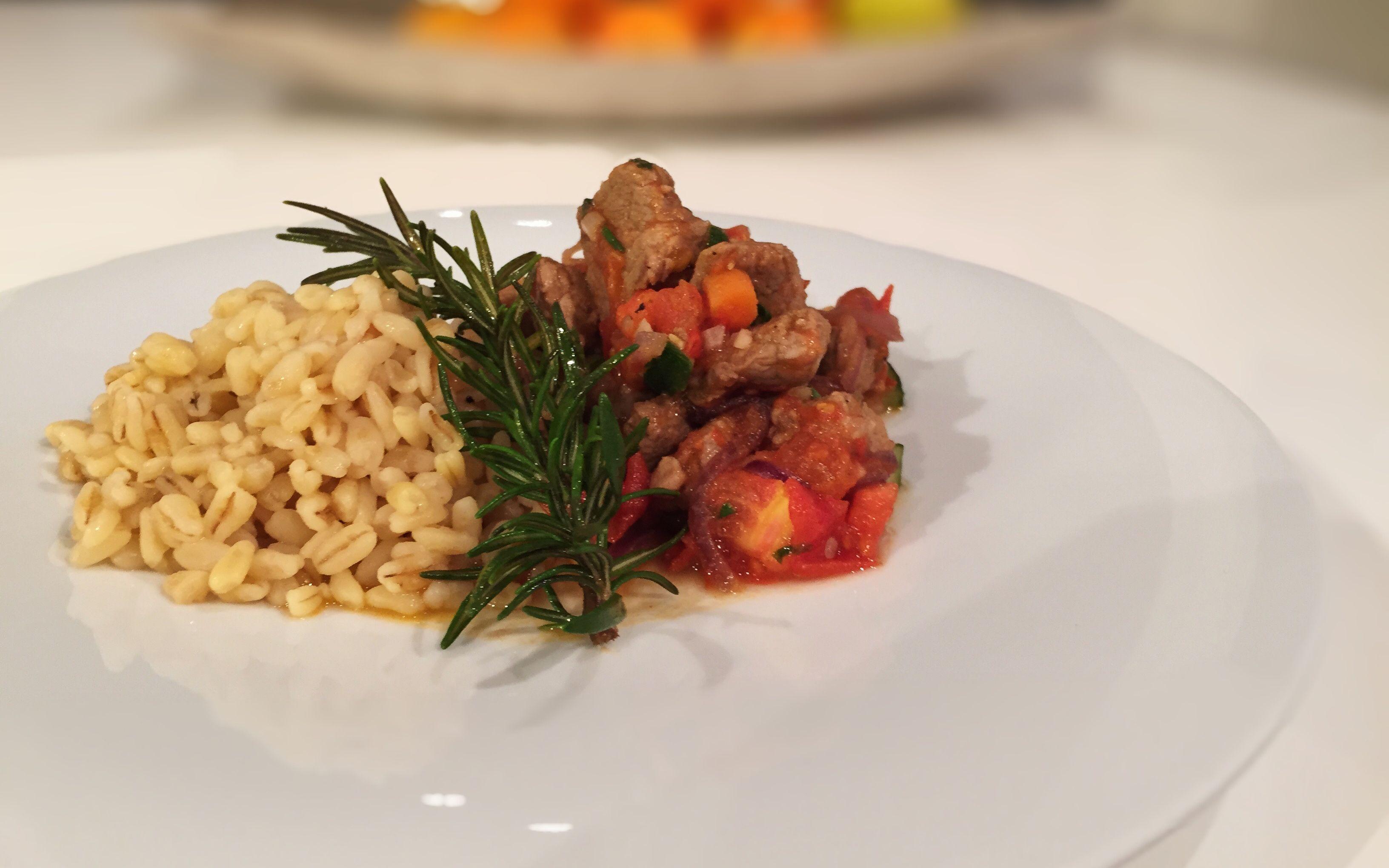 Mediterrane Schweinefiletspitzen mit Hartweizen von cookingsociety.at
