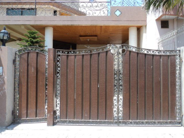 Pakistani home penelusuran google pakistani hall pinterest pakistani wood gates and gates for Wooden main gate design for home