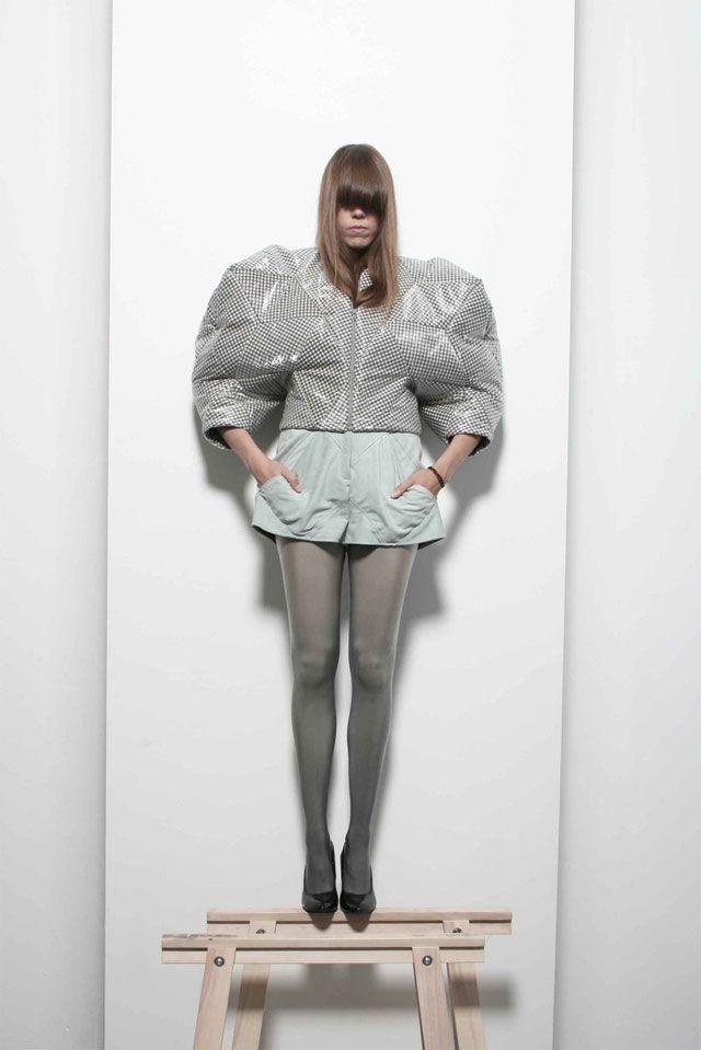 Fashion as Art - geometric jacket with voluminous shape; sculptural fashion // Katrien Van Hecke