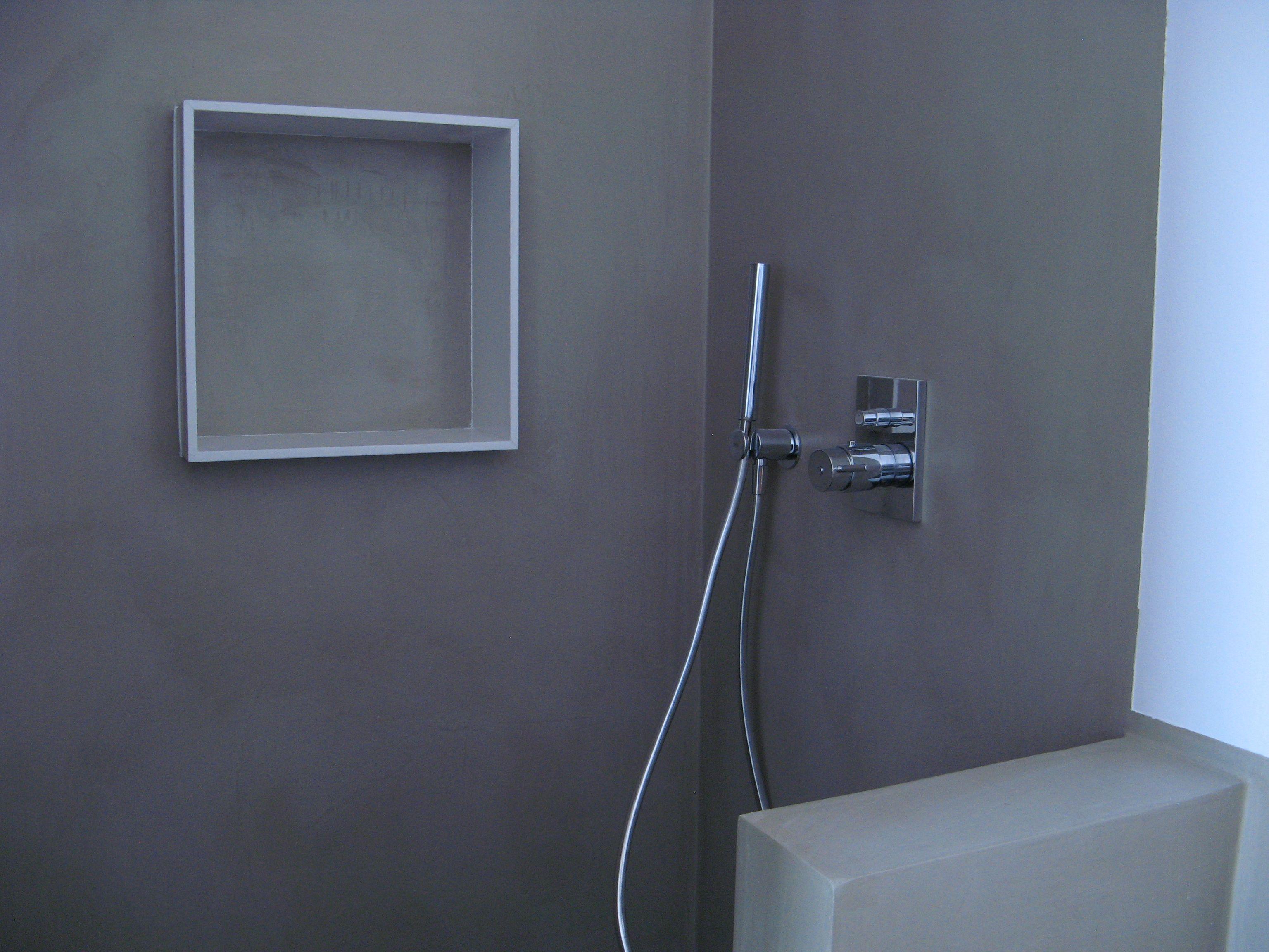 Interior de ducha realizado con microcemento y hornacina semi ...