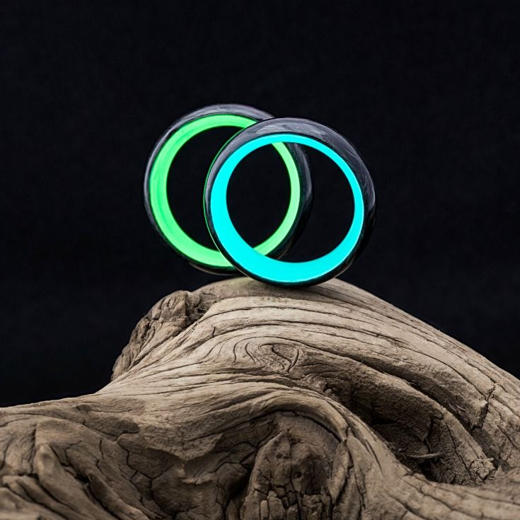 The Lume Glow Ring, featuring a Forged Carbon Fiber ...