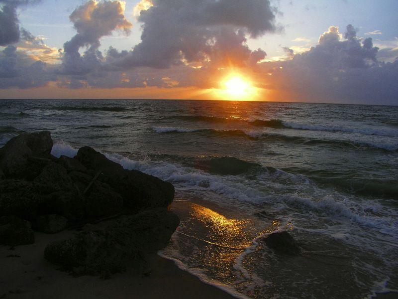 صور شروق الشمس احلي صور وخلفيات للشروق ميكساتك Sunset Beach Hawaii Hawaii Beaches Sunrise Beach